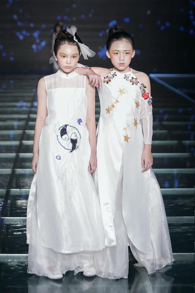 Bà - cháu, mẹ - con, bà - con - cháu cùng lên sân khấu thời trang - Ảnh 7.