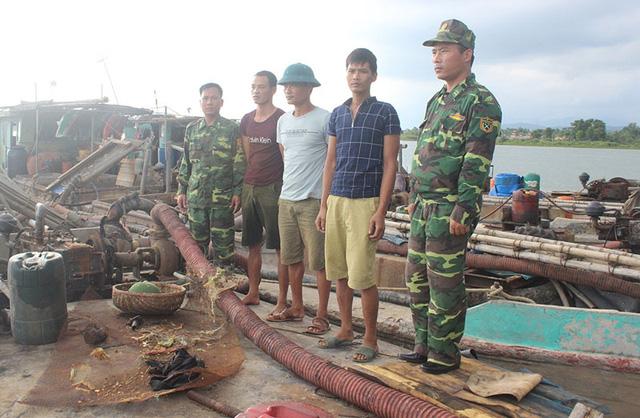 Bắt 3 tàu hút cát trái phép ở Quảng Ninh - Ảnh 1.