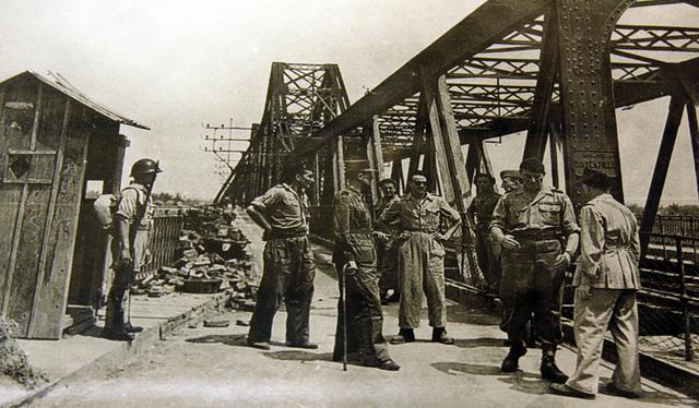 Đồng tiền độc lập - Kỳ 4: Bắn phá nhà máy in tiền - Ảnh 3.