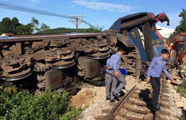 Toa xe cung ứng, toa 1, toa 2 của tàu SE3 bị trật bánh - Ảnh: CLB Đam mê đường sắt