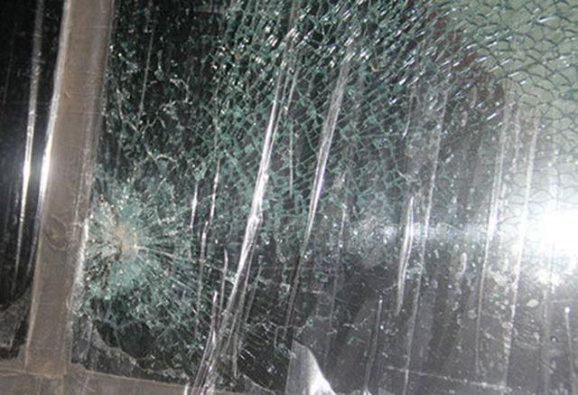 Ninh Thuận : Rủ nhau ném đá xe khách làm 2 người bị thương