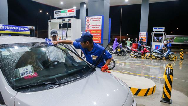 Người Nhật đã vào bán xăng, hãy cạnh tranh thật sự - Ảnh 3.