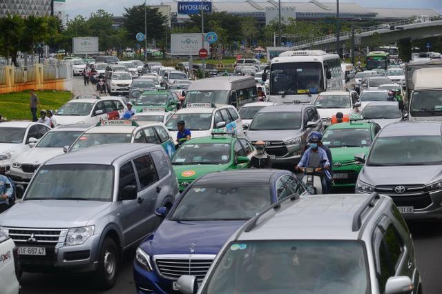 Người Việt sẽ sắm xe hơi ồ ạt trong 6 tháng tới? - Ảnh 2.