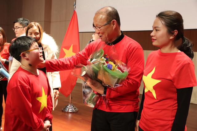 HLV Park nhắn nhủ du học sinh Việt giữ lửa nhiệt tình - Ảnh 2.