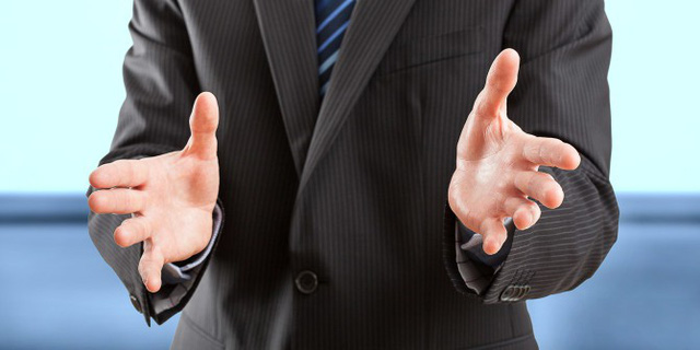 8 cử chỉ tuyệt đối nên tránh nơi công sở - Ảnh 3.