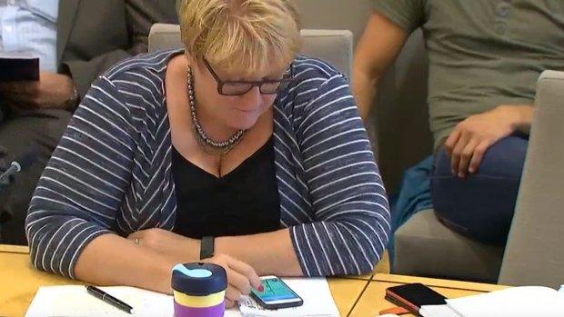 Chính trị gia Na Uy chơi Pokémon GO khi đang họp quốc phòng