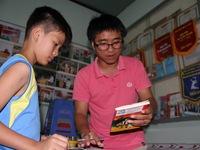 Tủ sách miễn phí ở khu phố nghèo
