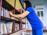 Tủ sách của cô Hương