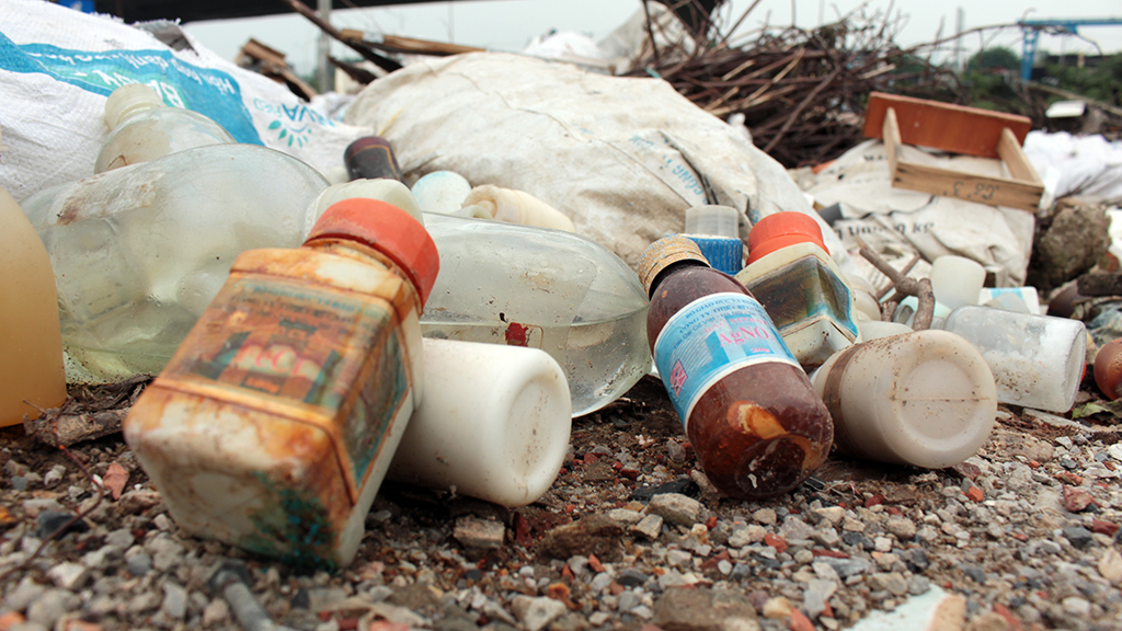 Hà Nội nhiều nơi rác thải tràn lan chất thành núi - Ảnh 13.
