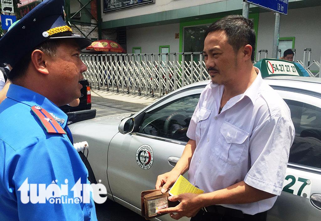 Sở GTVT vào cuộc kiểm tra, xử lý taxi dù chặt chém khách - Ảnh 1.