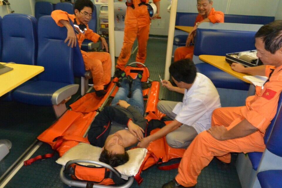 Những bác sĩ 115 trên biển - Ảnh 1.