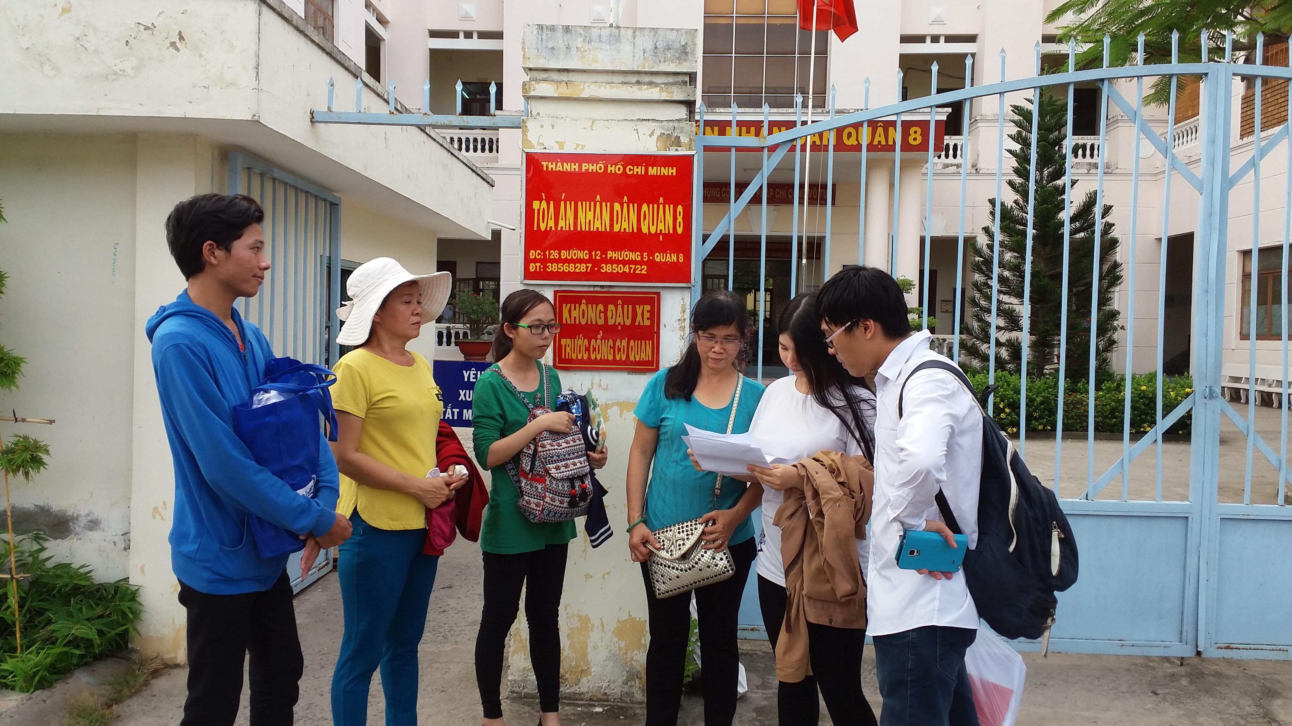 Đình chỉ vụ ĐH Tân Tạo kiện sinh viên đòi học bổng - Ảnh 1.