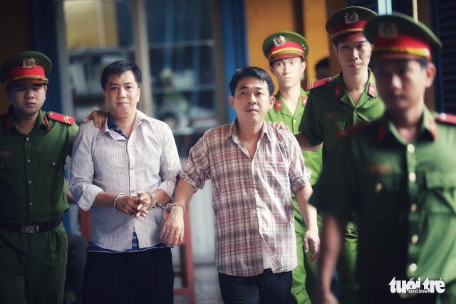 Giám đốc VN Pharma Nguyễn Minh Hùng khóc nức nở tại tòa - Ảnh 1.
