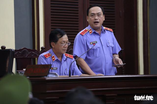 Giám đốc VN Pharma Nguyễn Minh Hùng khóc nức nở tại tòa - Ảnh 4.