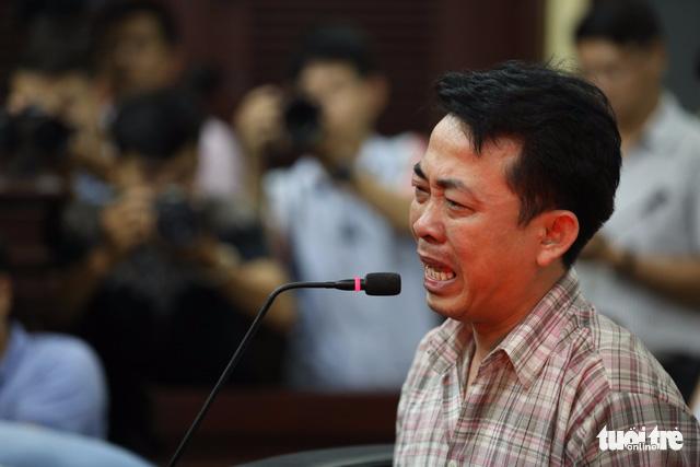 Giám đốc VN Pharma Nguyễn Minh Hùng khóc nức nở tại tòa - Ảnh 3.