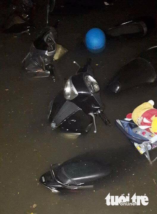 Quốc lộ 51 ngập nặng, hầm xe chìm trong nước, học sinh nghỉ học - Ảnh 2.