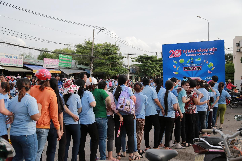 Hơn 20.000 lượt người dân xếp hàng ủng hộ hàng Việt - Ảnh 3.