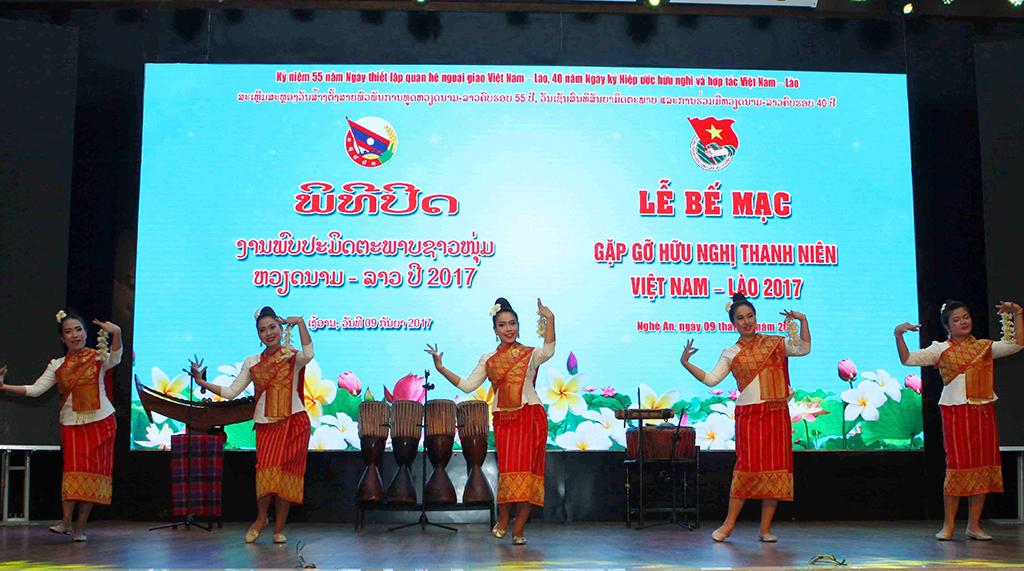 Bế mạc gặp gỡ hữu nghị thanh niên Việt - Lào - Ảnh 1.