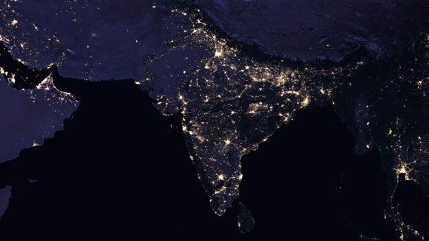 Ô nhiễm ánh sáng, nhiều quốc gia không còn ban đêm - Ảnh 2.