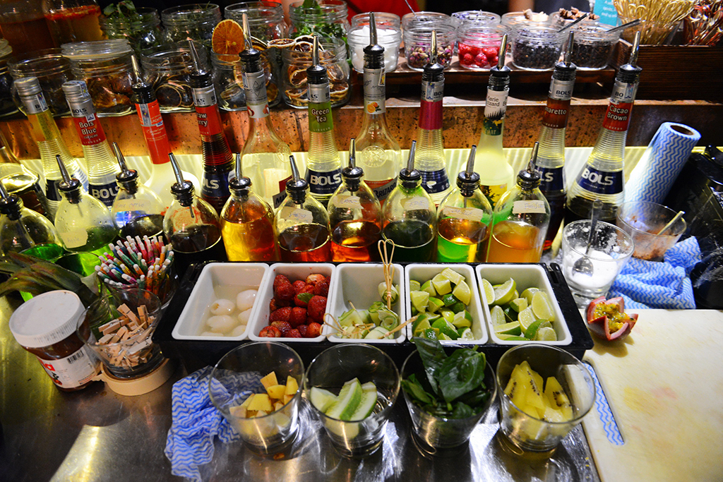 Trong ly cocktail không chỉ có rượu và nước quả... - Ảnh 4.