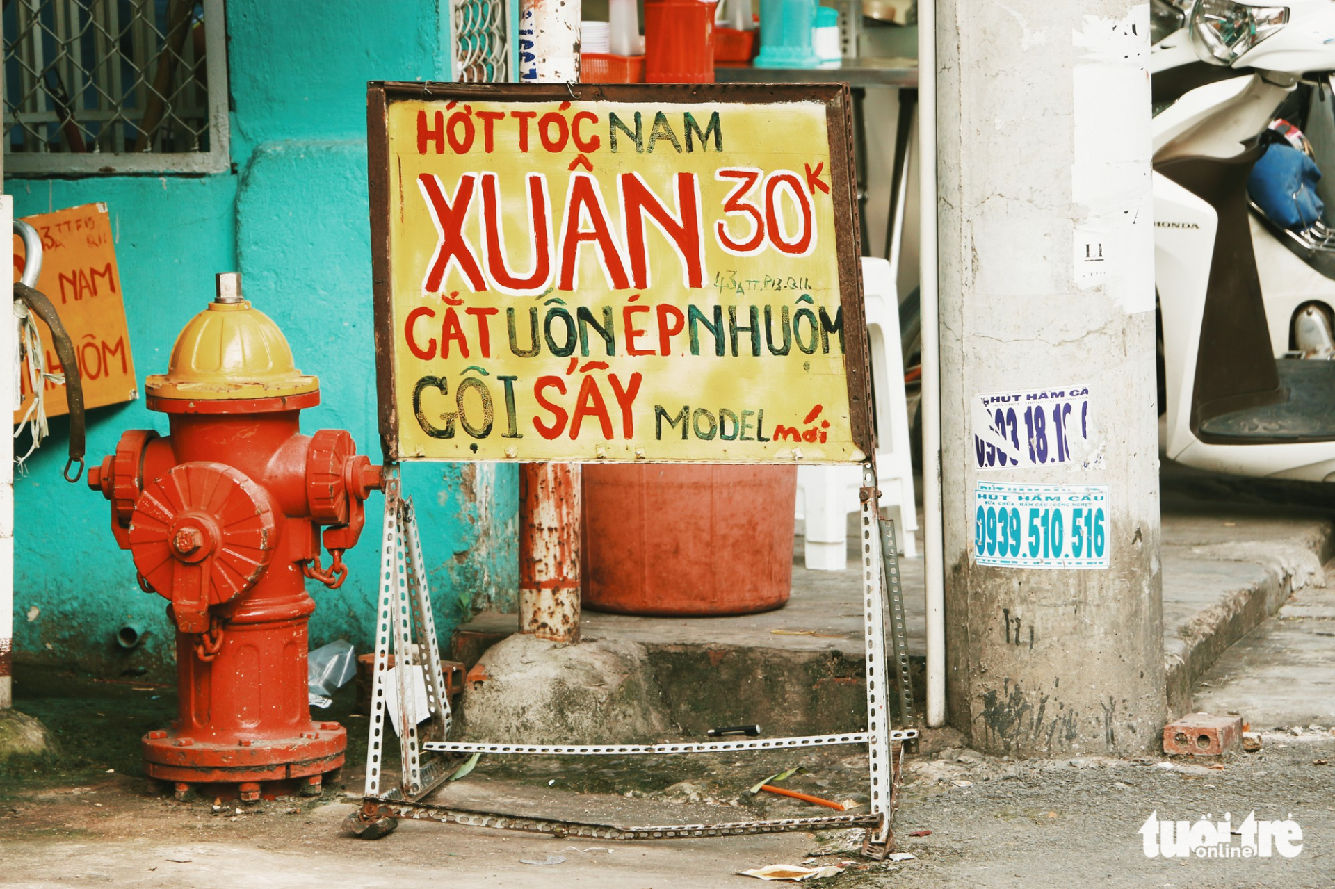 Nhìn những biển hiệu này để thấy Sài Gòn quá đỗi dễ thương - Ảnh 2.