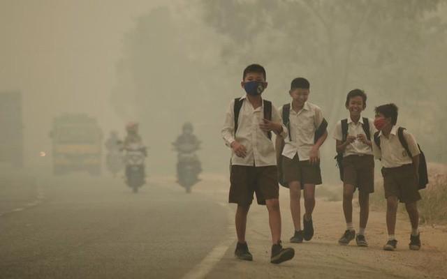 Không khí ô nhiễm bóp nghẹt tim, phổi 17 triệu trẻ em - Ảnh 1.