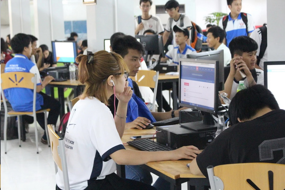 Đại học ở TP.HCM mở thư viện có võng, iPad cho sinh viên - Ảnh 2.