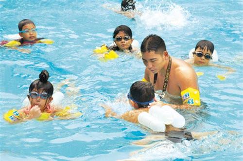 TP.HCM phổ cập bơi cho học sinh mầm non - Ảnh 1.