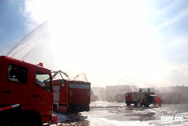 Huy động cảnh sát và quân đội xử lý sự cố rò rỉ hóa chất - Ảnh 2.