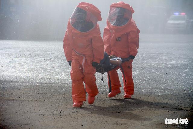 Huy động cảnh sát và quân đội xử lý sự cố rò rỉ hóa chất - Ảnh 3.