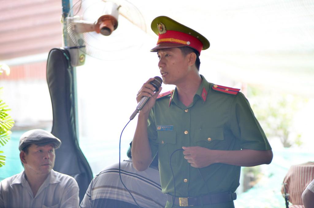 Người thân, đồng đội tiễn đưa đại úy Phạm Phi Long về đất mẹ - Ảnh 7.