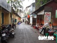 Hãng phim truyện Việt Nam bán bún phở kiếm thêm?