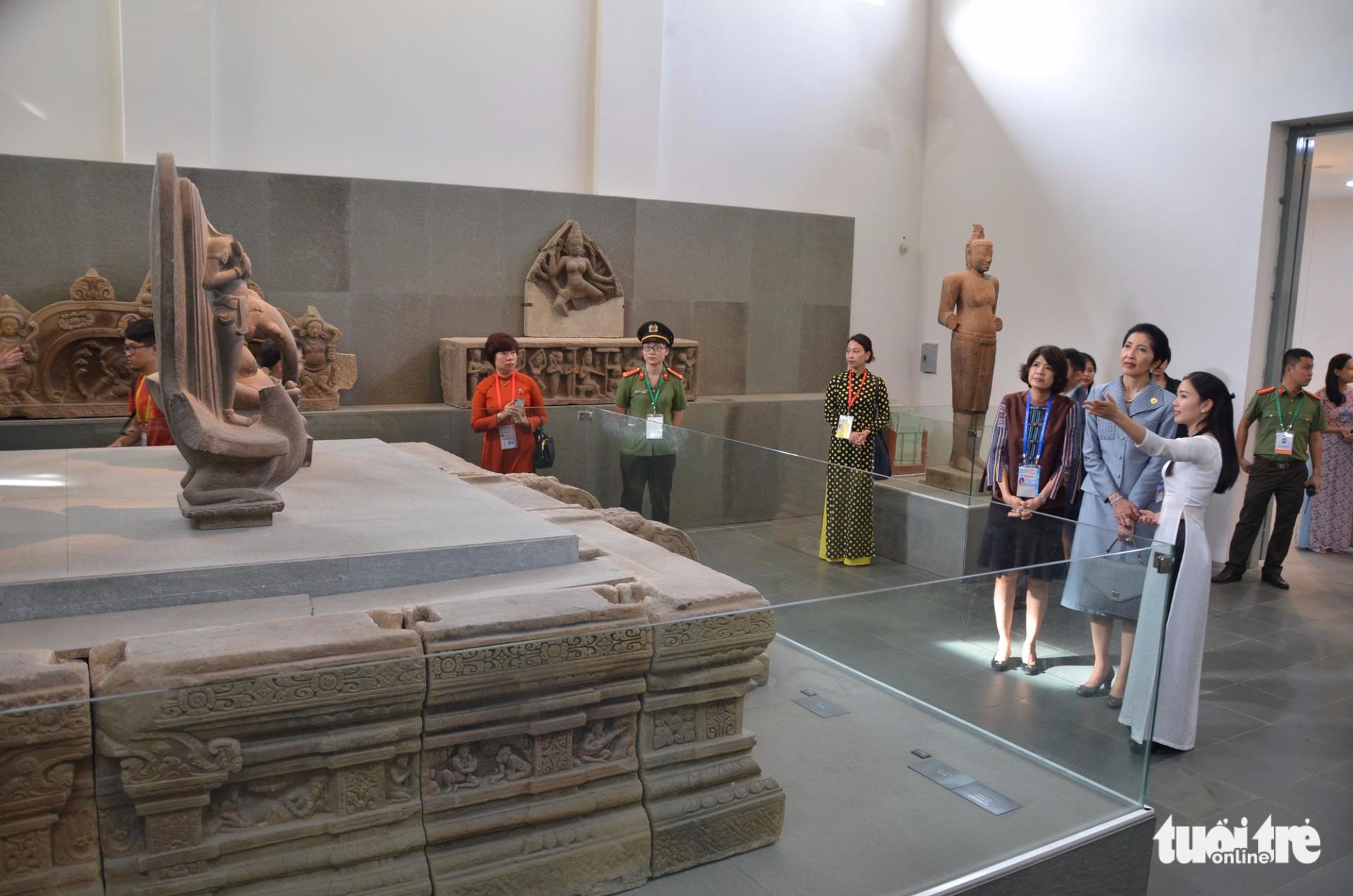 Phu nhân thủ tướng Thái Lan thăm bảo tàng Điêu khắc Chăm Đà Nẵng - Ảnh 2.