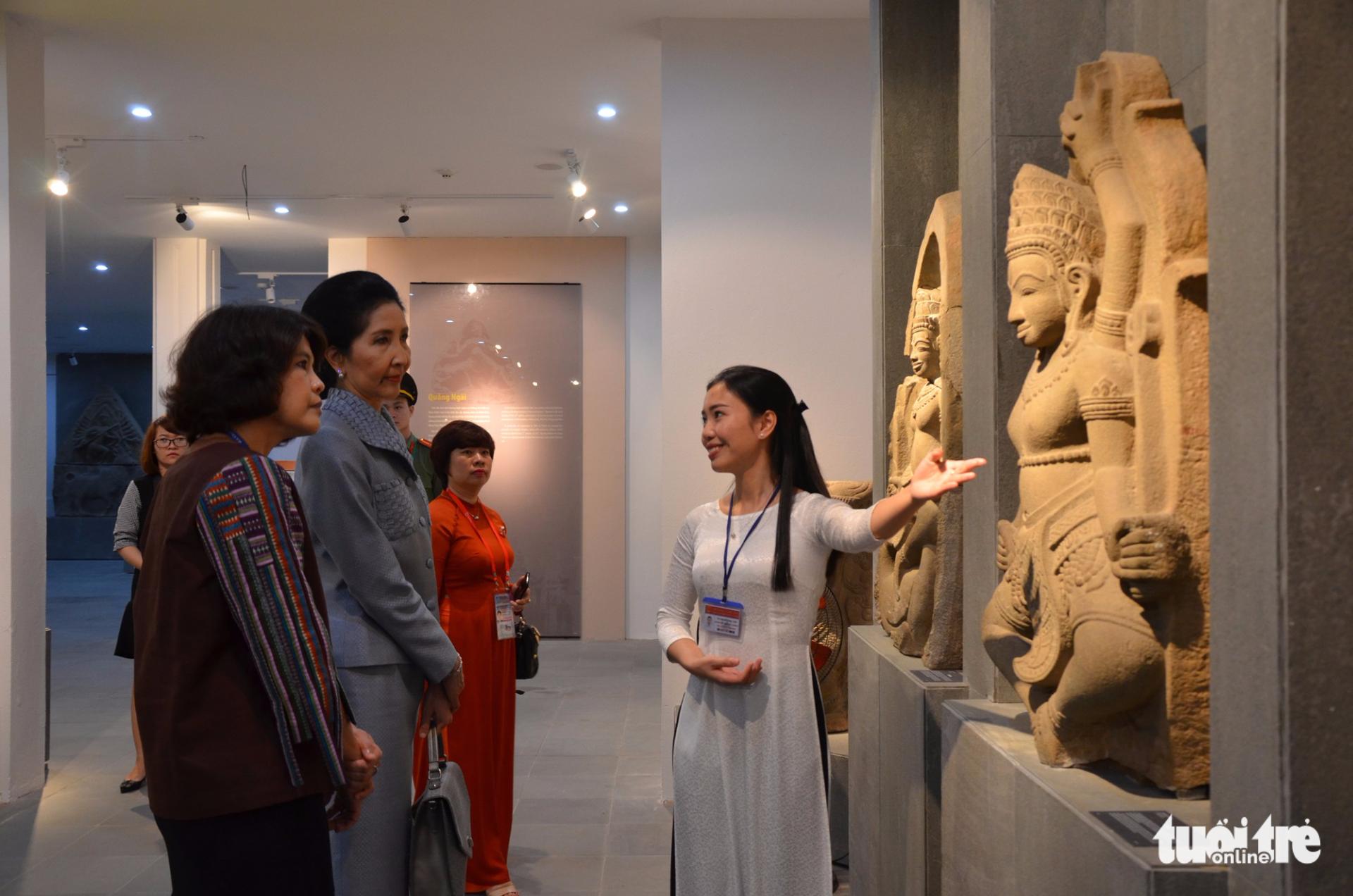 Phu nhân thủ tướng Thái Lan thăm bảo tàng Điêu khắc Chăm Đà Nẵng - Ảnh 1.