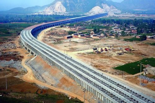 Trung Quốc chuyển 10 tỉ mét khối nước từ nam ra bắc để cứu hạn - Ảnh 1.