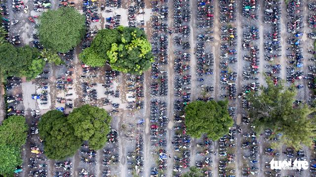 Xe cộ Sài Gòn nhìn từ flycam - Ảnh 4.