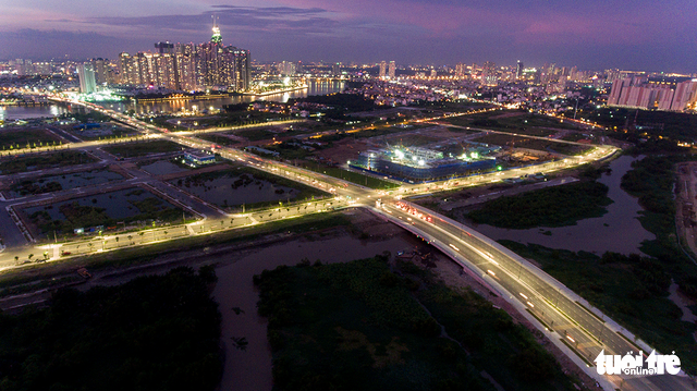 Xe cộ Sài Gòn nhìn từ flycam - Ảnh 3.