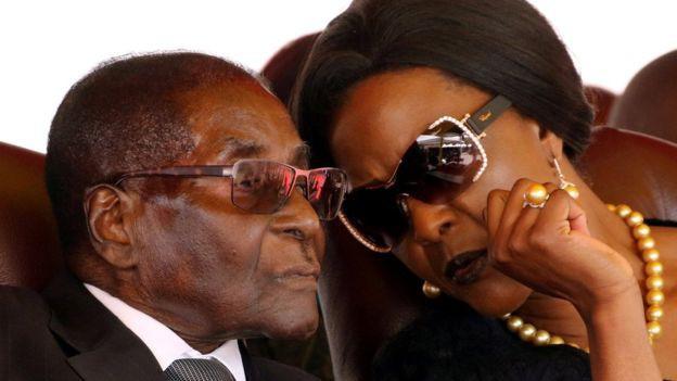 Tướng quân đội Zimbabwe bị cáo buộc tội phản quốc - Ảnh 1.