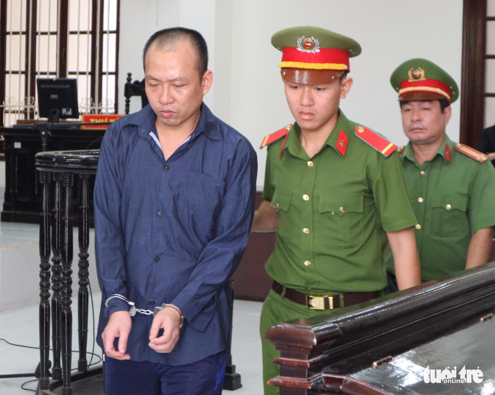 Hiếp dâm trẻ em lãnh 16 năm tù - Ảnh 1.