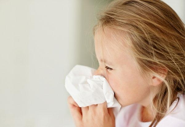 Tại sao trẻ nhỏ dễ bị viêm mũi họng và cách chăm sóc trẻ khi bị bệnh