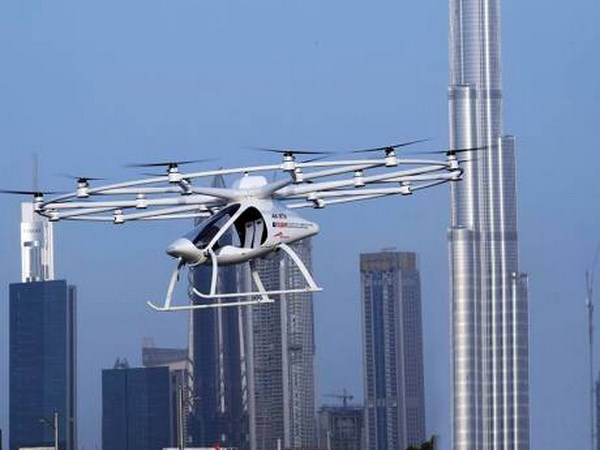 Thử nghiệm thành công taxi bay tự hành ở UAE - Ảnh 1.