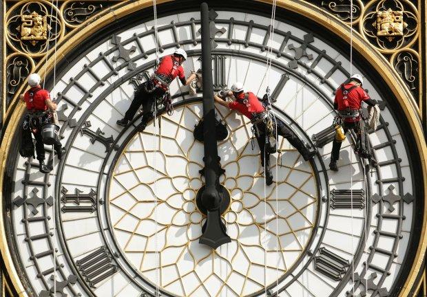 Kinh phí trùng tu tháp đồng hồ Big Ben lên đến 82 triệu USD - Ảnh 1.