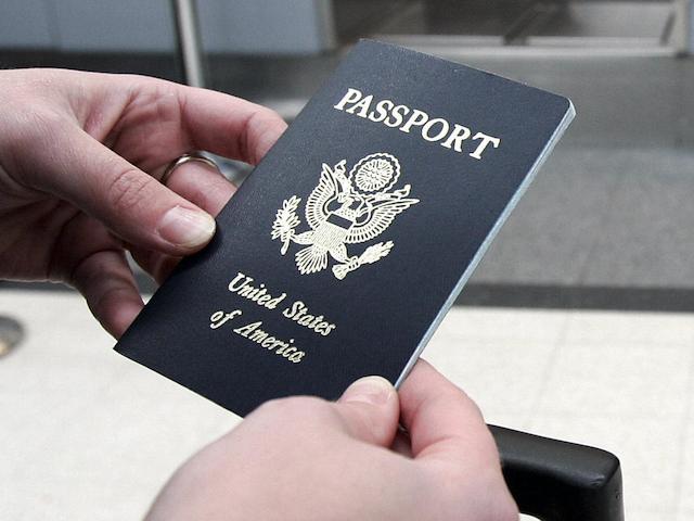 Người có tiền án ấu dâm ở Mỹ bị bắt dùng hộ chiếu riêng - Ảnh 1.