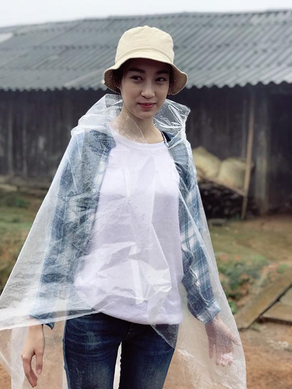 Hoa hậu Đỗ Mỹ Linh kẹt 4 ngày ở Trạm Tấu vì mưa lũ - Ảnh 3.