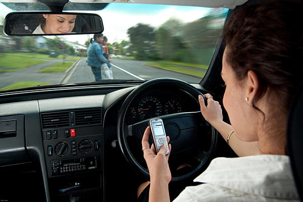 Xe càng hiện đại, người lái càng mất tập trung - Ảnh 2.