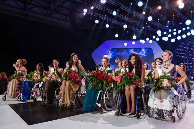 Ngưỡng mộ những người đẹp ngồi xe lăn - Ảnh 2.