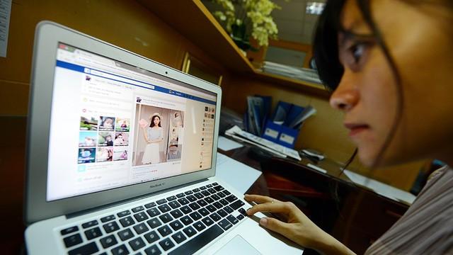 Bộ Tài chính muốn kiểm soát thuế Facebook, Google qua Napas - Ảnh 1.