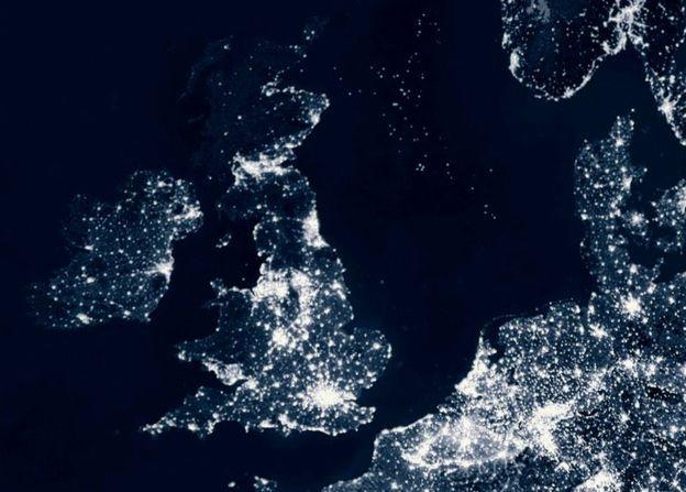 Ô nhiễm ánh sáng, nhiều quốc gia không còn ban đêm - Ảnh 1.