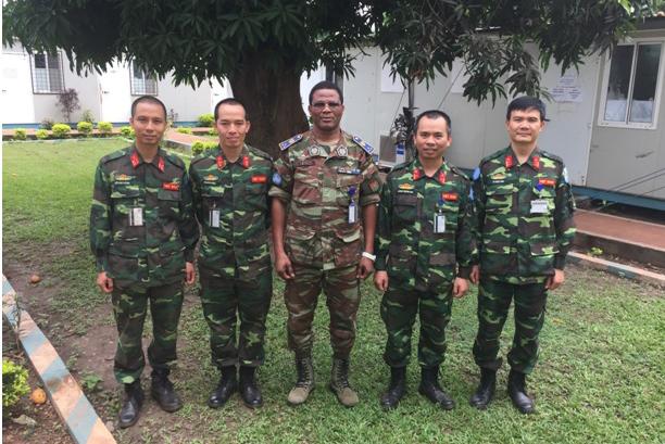 Những Anh Bộ Đội Cụ Hồ Mang Mũ Nồi Xanh - Ảnh 1.