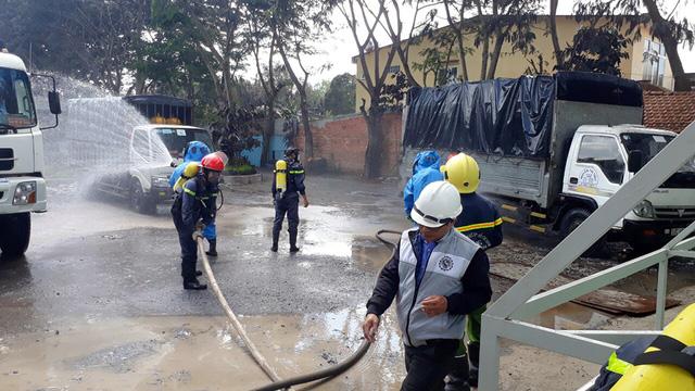 Rò rỉ khí NH3, 4 người ngất xỉu, sơ tán hơn 1.200 dân - Ảnh 6.